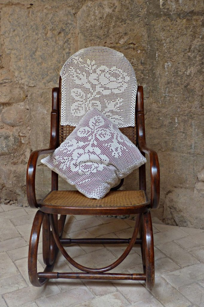 rocking chair 4249593 1280