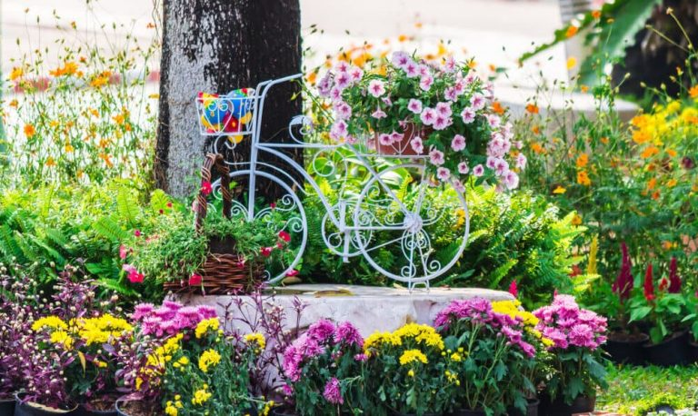 5 ways of Upcycling Old Pieces of Furniture into Beautiful Garden Accessories