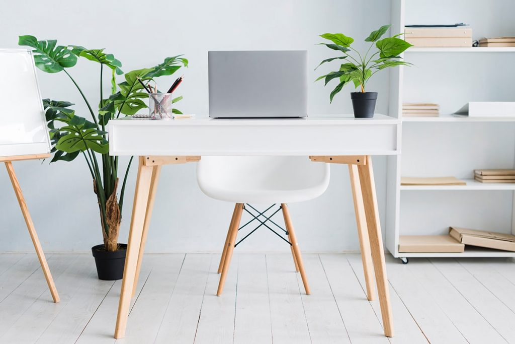 A desk for the new beginning 1